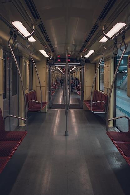 Внутри пустого метро Бесплатные Фотографии