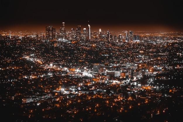 夜のロサンゼルスの美しい空中ショット 無料写真