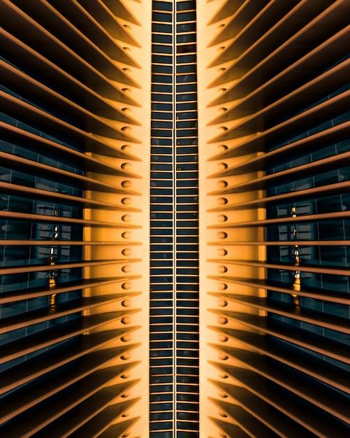 ニューヨークのオクルスの世界貿易センターの建築物の垂直方向のショット 無料写真