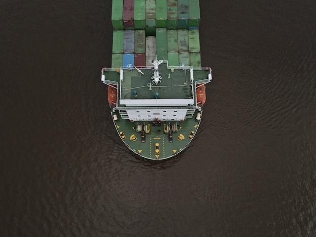ハイアングルから撮影した巨大な輸出コンテナ船 無料写真