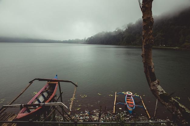湖の小さなカヌー 無料写真