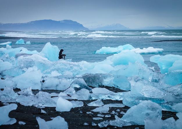 Лед на побережье с фотографом Бесплатные Фотографии