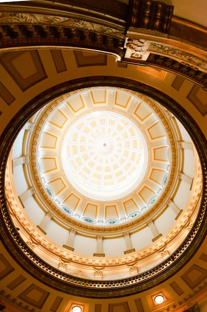 教会の内部天井デザイン 無料写真