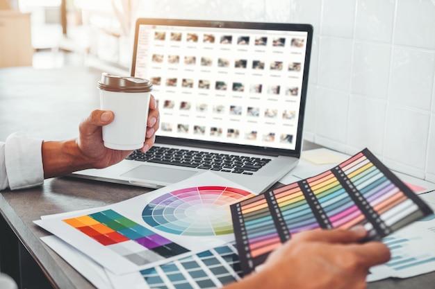 グラフィックデザイナーのクリエイティブプランニングと成功へのアイデアのアイデア Premium写真