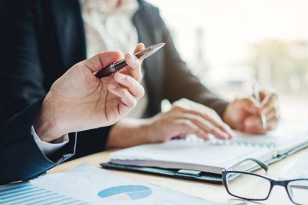 ビジネスプランニングミーティングプランニング戦略分析コンセプトプラン Premium写真