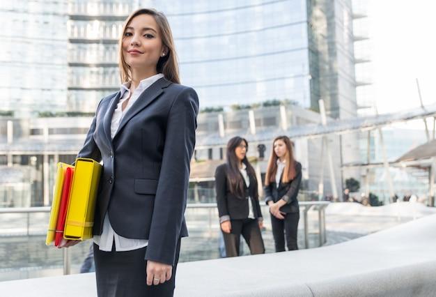 仕事でビジネスの女性 Premium写真