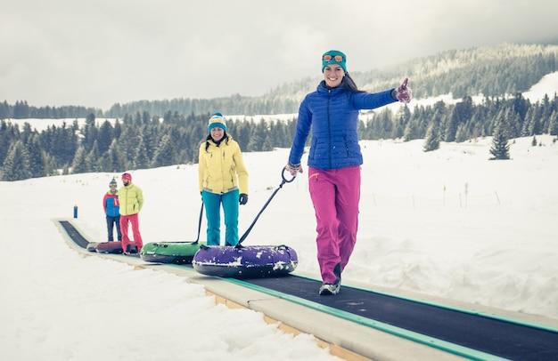 Зимний отдых, снег Premium Фотографии