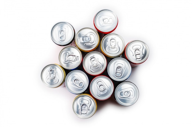Группа алюминиевых банок, холодные напитки. Premium Фотографии