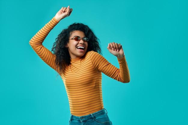 Афро-американских женщина изолированы. Premium Фотографии