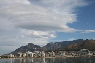 テーブル山の上にレンズ状の雲 無料写真