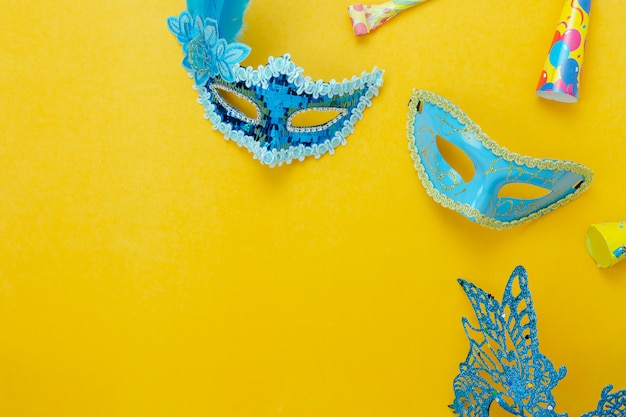 カーニバルフェスティバル背景概念のサインのフラットレイアウト空中画像 Premium写真