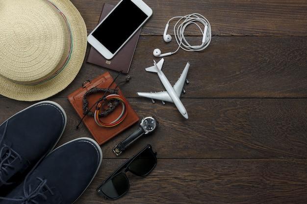 Вид сверху элементы путешествия на деревянном фоне Бесплатные Фотографии