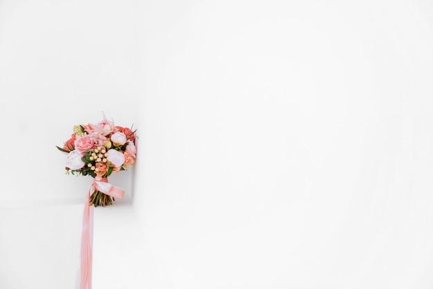 Свадебные цветы, свадебный букет крупным планом. Premium Фотографии