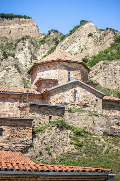 ジョージア州の古代の山の修道院 Premium写真