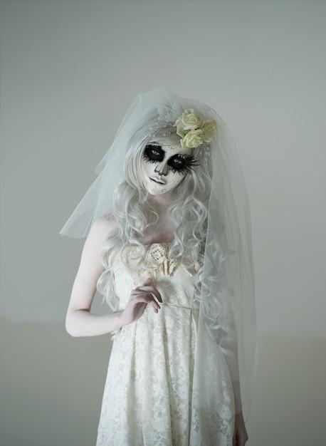 Хеллоуинская ведьма Premium Фотографии