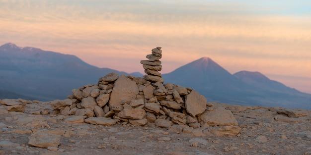 岩石と小石、デスバレー、サンペドロデアタカマ、エルロア県、アントファガスタ地方、 Premium写真