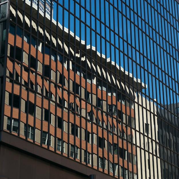 現代ガラス建物、ミネアポリス、ヘネピン郡、ミネソタ、米国の反射 Premium写真