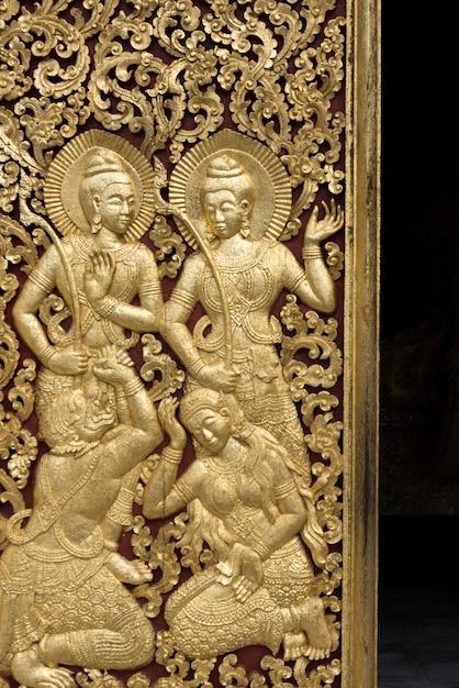 彫刻、寺院、ワット・スン・トン寺院、ルアン・パバン、ラオスの扉 Premium写真