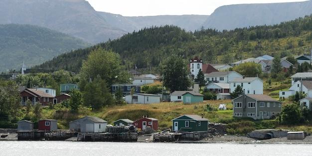 町沿岸、ボンベイ、グロス・モーン国立公園、ニューファンドランドアンドラブラドール州、カナダ Premium写真