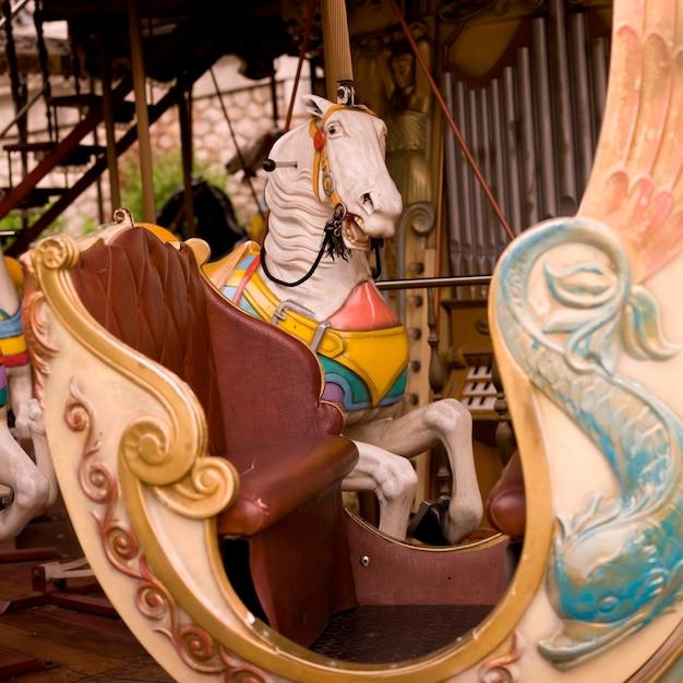 カルーセル馬 Premium写真