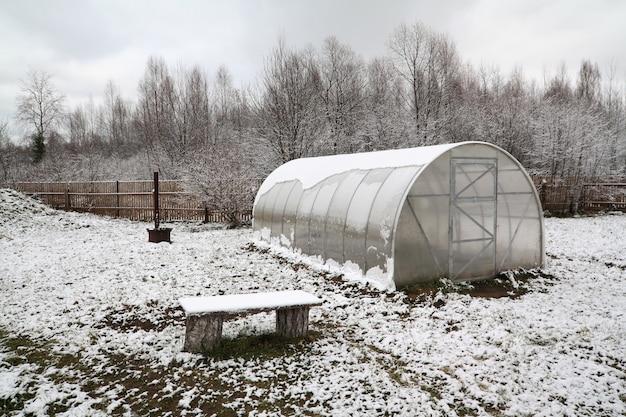 ウィンターガーデンのプラスチック温室 Premium写真