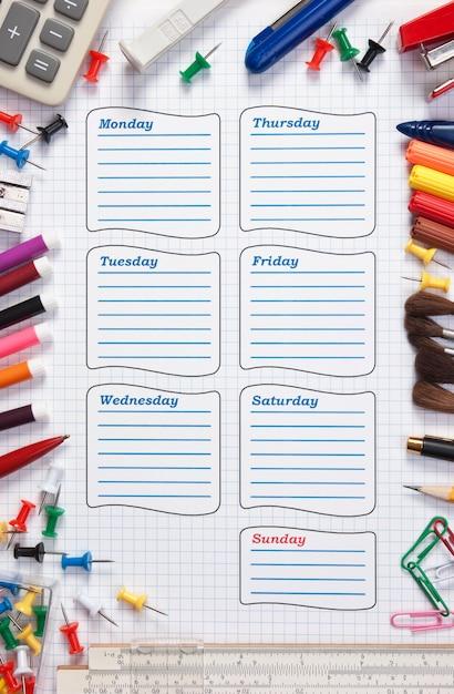 Пустое школьное расписание на неделю Premium Фотографии