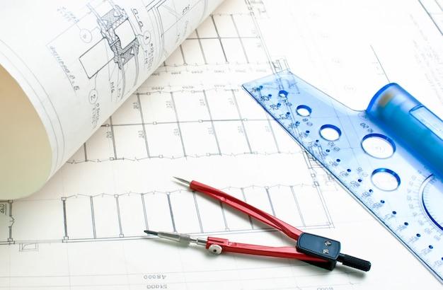 定規とコンパスを使用した建築図面 Premium写真