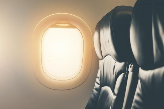 Пустое место вид из окна самолета внутри самолета крупным планом Premium Фотографии
