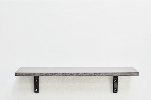 壁に空の木製棚 Premium写真