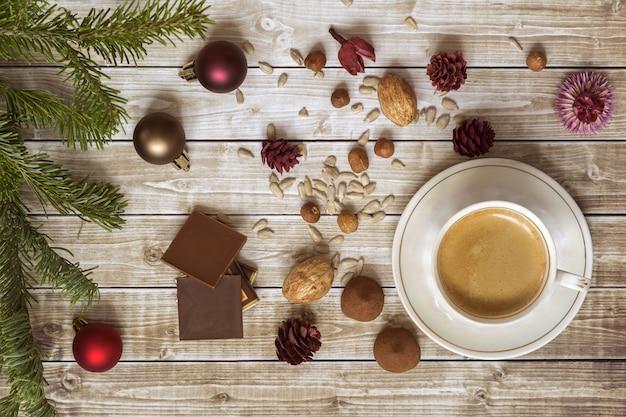 チョコレートとクリスマスコーヒー Premium写真