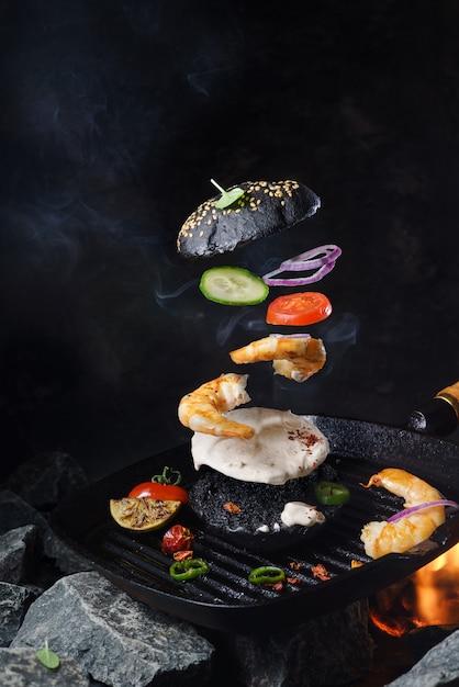 おいしい食材を使った美味しい黒バーガー 無料写真