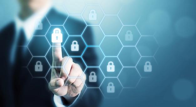 Защита сетевой безопасности компьютера и безопасность вашей концепции данных. цифровое преступление от анонимного хакера Premium Фотографии