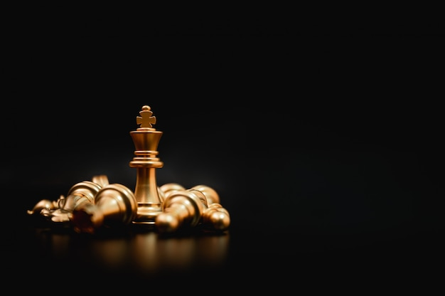 Бизнес лидер концепции. планирование и соревнование по стратегии игры в шахматы Premium Фотографии