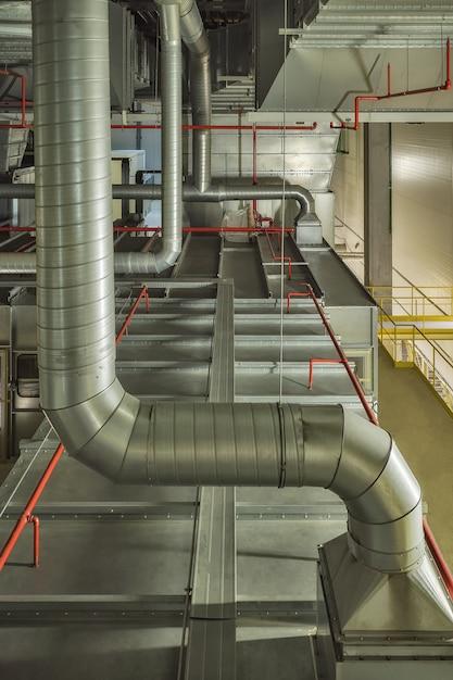 Промышленная система воздушного охлаждения и вентиляционные трубы Premium Фотографии