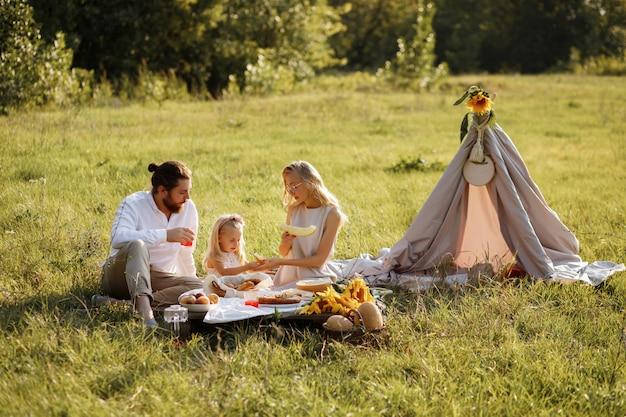 家族の夏のピクニック Premium写真