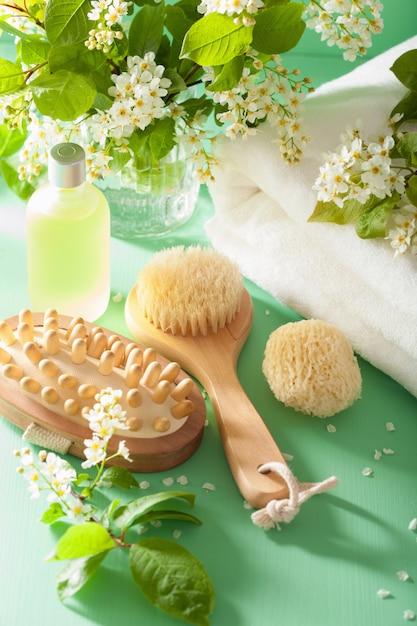 Спа-ароматерапия с полотенцем из эфирного масла черемухи Premium Фотографии