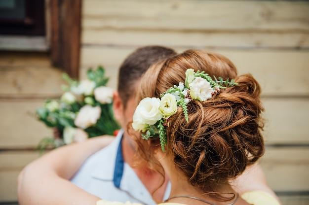 Красота невесты. женщина с прической. Premium Фотографии