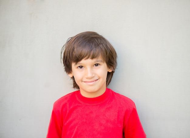 Портрет модели мальчика Premium Фотографии