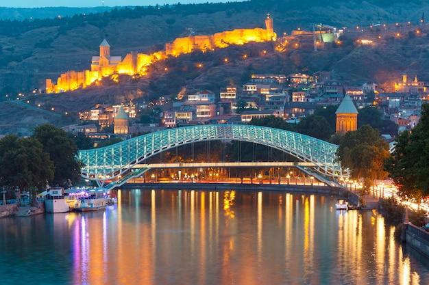 ナリカラと平和の橋、ジョージア州トビリシ Premium写真