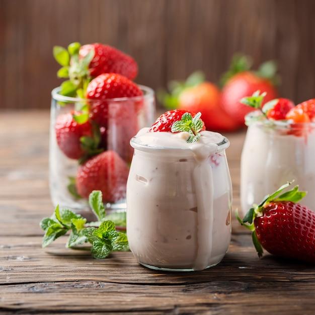 Здоровый йогурт с черникой Premium Фотографии