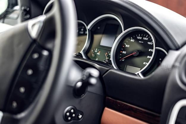 現代の新車のクローズアップのコントロールパネル Premium写真