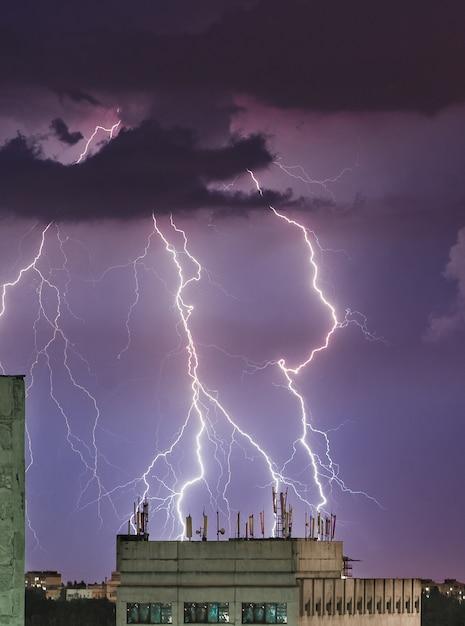 都市の雷雨、雷雨 Premium写真