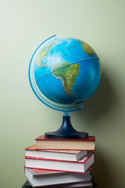 Картинки книга и глобус
