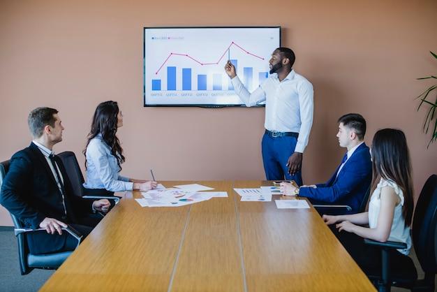 ボード、ビジネスマン、グラフ 無料写真