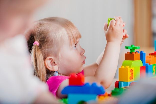 クローズアップ、幼児、女の子、遊び 無料写真