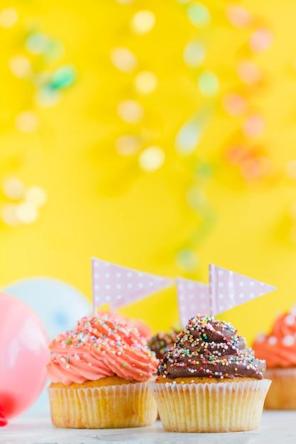小さな旗のカップケーキ 無料写真