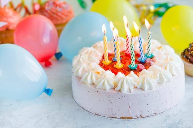 картинки с днем рождения торт со свечами и шарами опытным путем