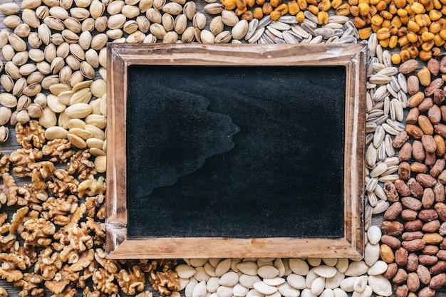 Шифер на разных типах орехов Бесплатные Фотографии