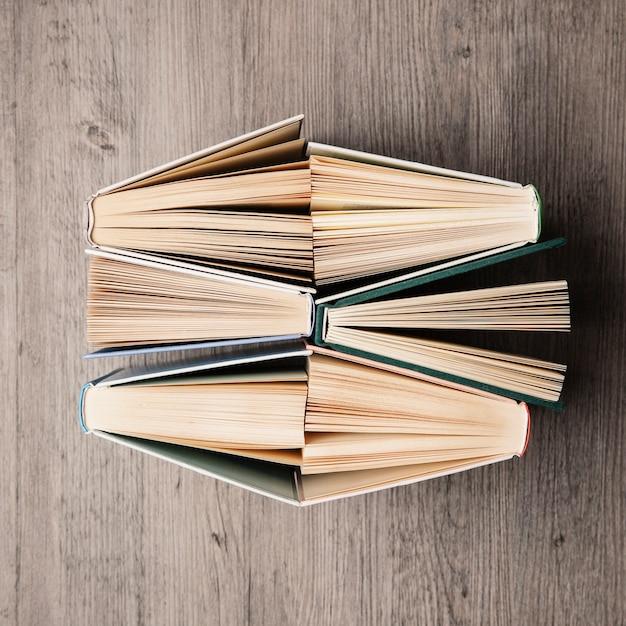 Шесть книг сверху Бесплатные Фотографии