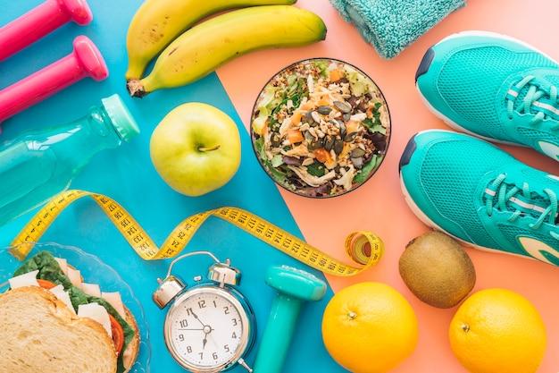 健康的な食べ物を使った運動の構成 無料写真